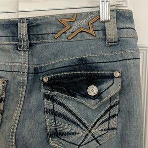 Almost Famous light wash ankle jeans